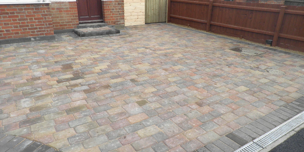 a monoblock driveway with step