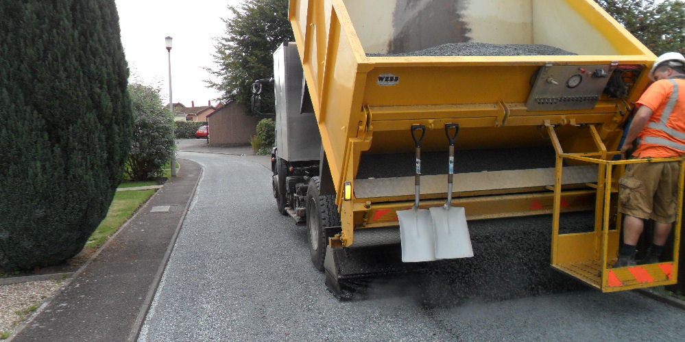 road surface dressing using granite